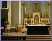 Click Here for a larger picture of the Cathedrals Altar.